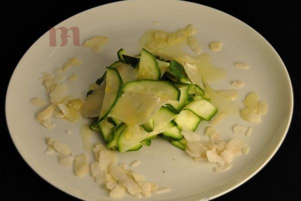 insalata-di-zucchine-crude-mandorle-e-trentingrana5D9426D4-E940-EAE4-41AF-319844273B9F.jpg
